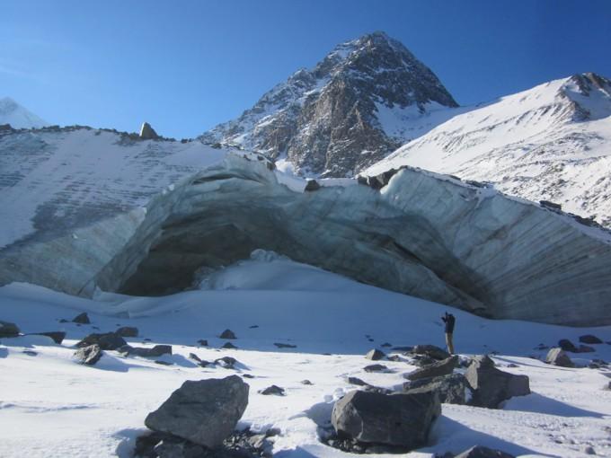 Аккемский ледник. Грот.