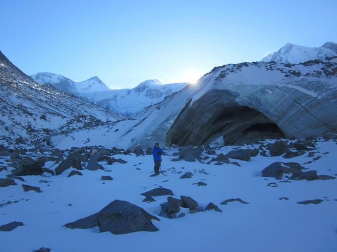Грот под ледником