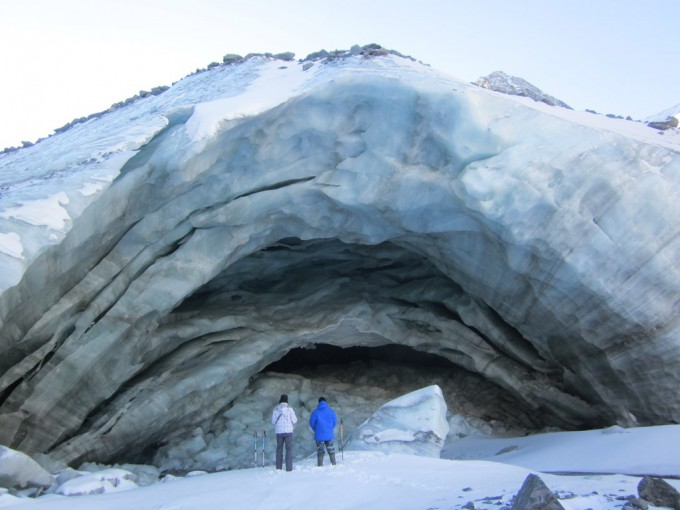 Грот под Аккемским ледником