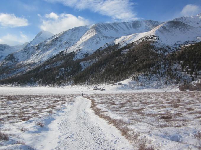 Дорога в долину реки Ярлу.